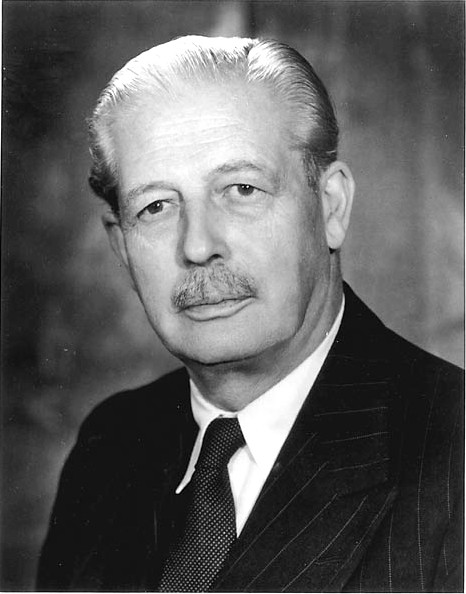 Harold_Macmillan_number_10_official