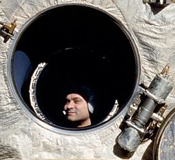 Cosmonaut_Polyakov_Watches_Discovery's_Rendezvous_With_Mir_crop